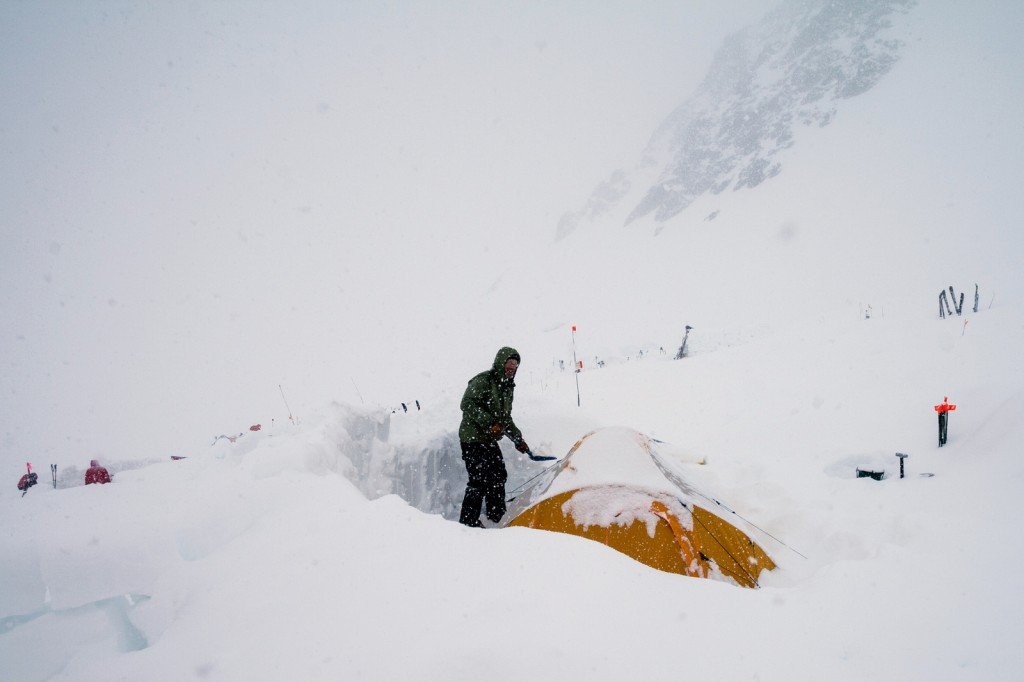Digging out the tent at Camp 2 (photo by Susanna Girolamo).